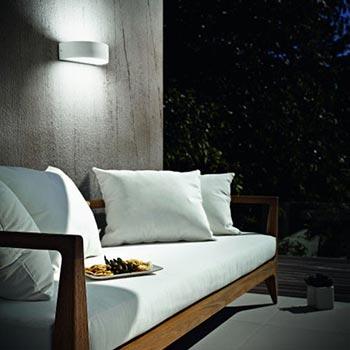 Illuminare gli esterni con lampade da parete
